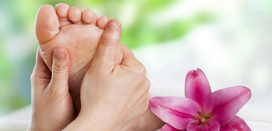La podologia aiuta adulti e bambini a curare patologie legate alla struttura del piede come piede piatto, piede equino e piede cavo
